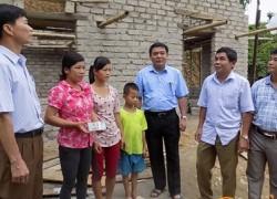 Quỳ Hợp: Trao 100 triệu đồng làm nhà ở cho hộ nghèo
