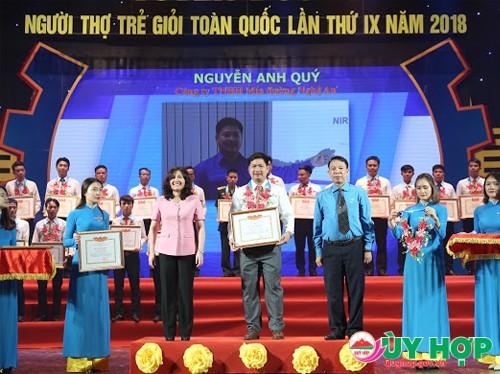 """Đoàn viên Nguyễn Anh Quý là thợ duy nhất của tỉnh Nghệ An đã vinh dự là 1 trong 65 người được tuyên dương là """"Người thợ trẻ giỏi"""" toàn Quốc"""