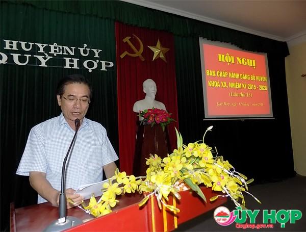 Đồng chí Vi Thanh Tường, Phó chủ tịch UBND huyện báo cáo nội dung được phần công tại hội nghị