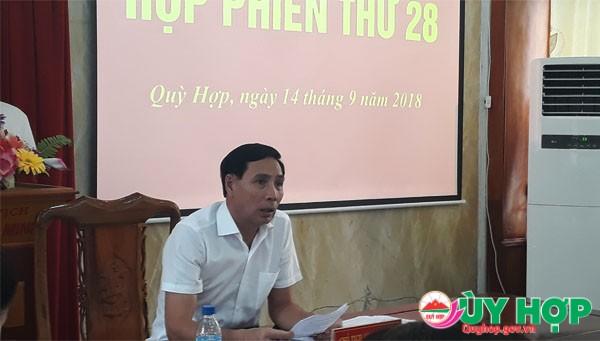 Đồng chí Nguyễn Đình Tùng, Chủ tịch UBND huyện cho ý kiến vào các nội dung tại phiên họp