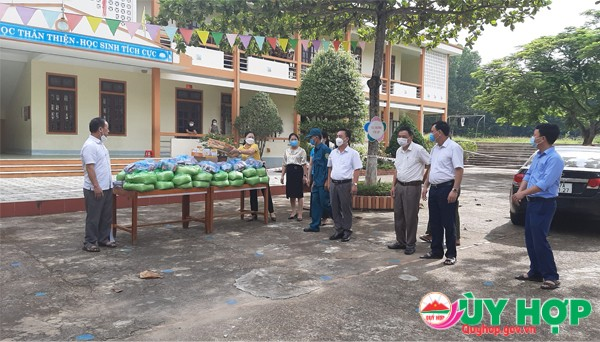 LNH DAO TANG QUA 2